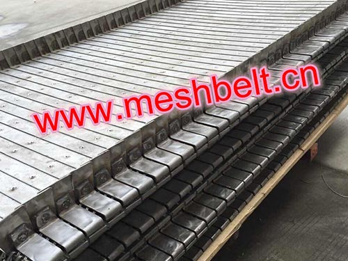 Conveyor belt for dry bottom ash handling system